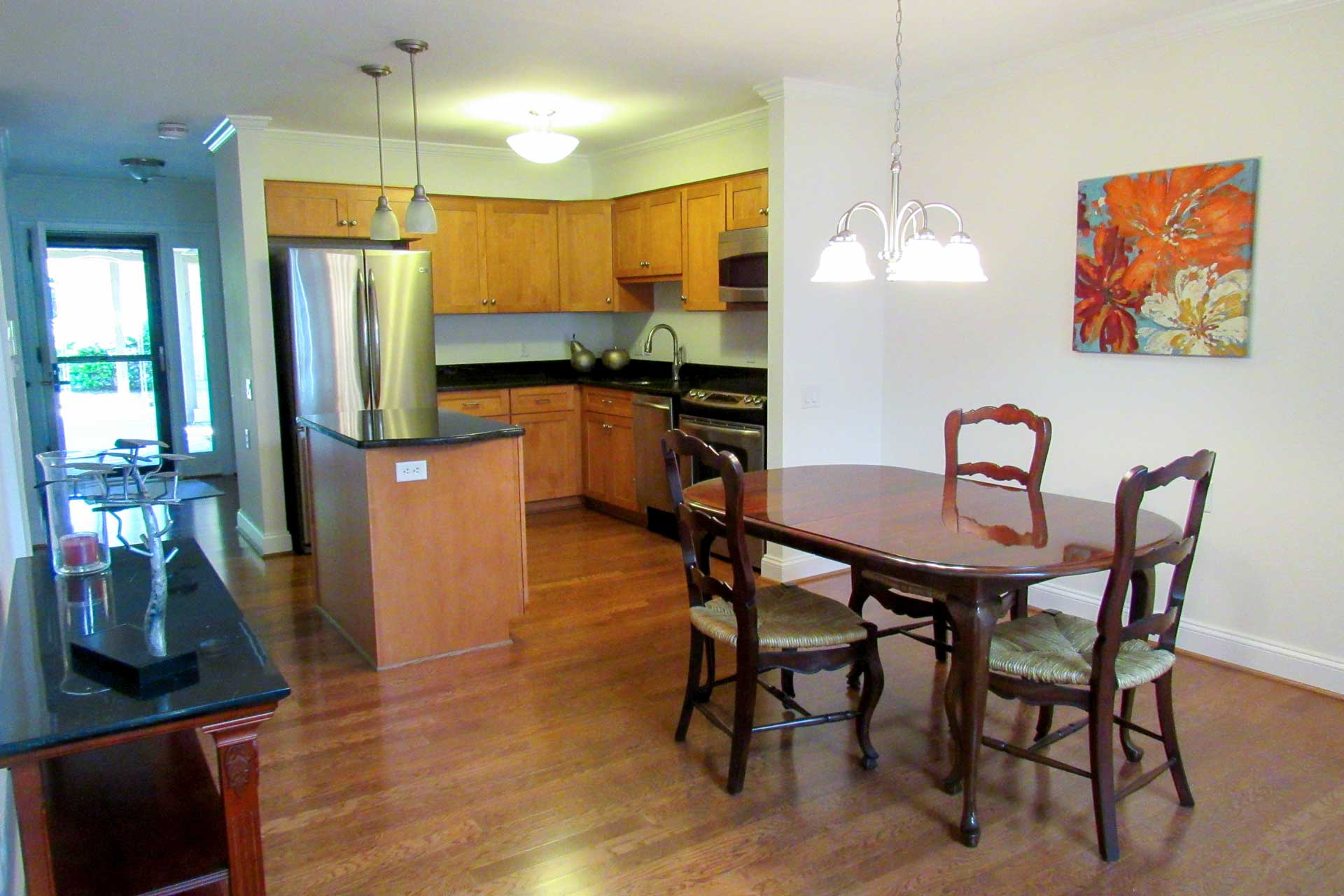 apartment-dining-kitchen