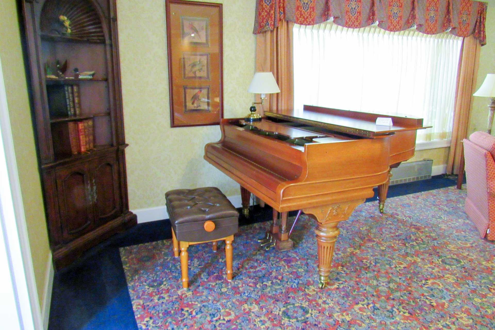 baby-grand-piano