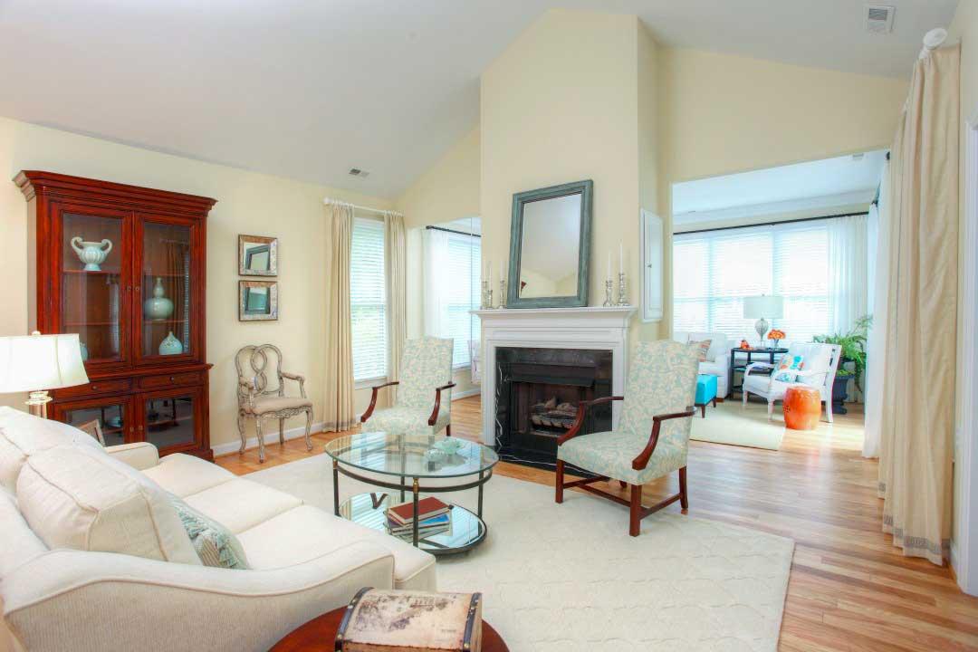 cottage-living-room-sunroom