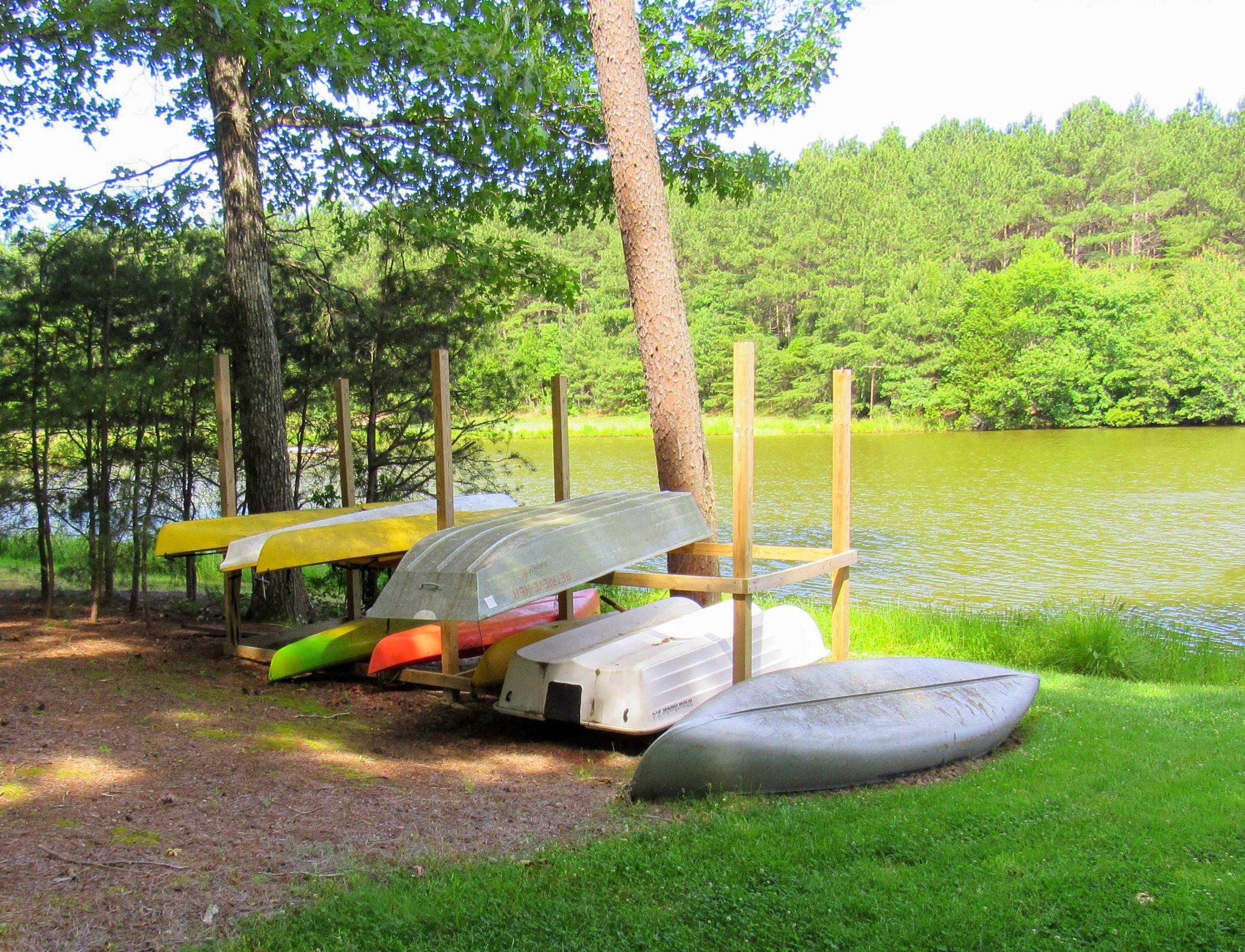 kayaks-lakefront-2