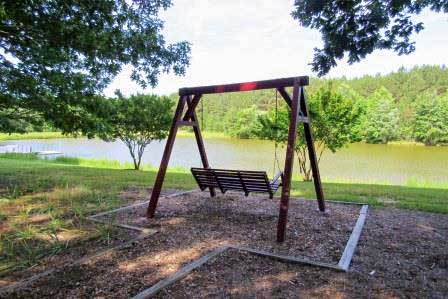 swinging-bench-lakefront
