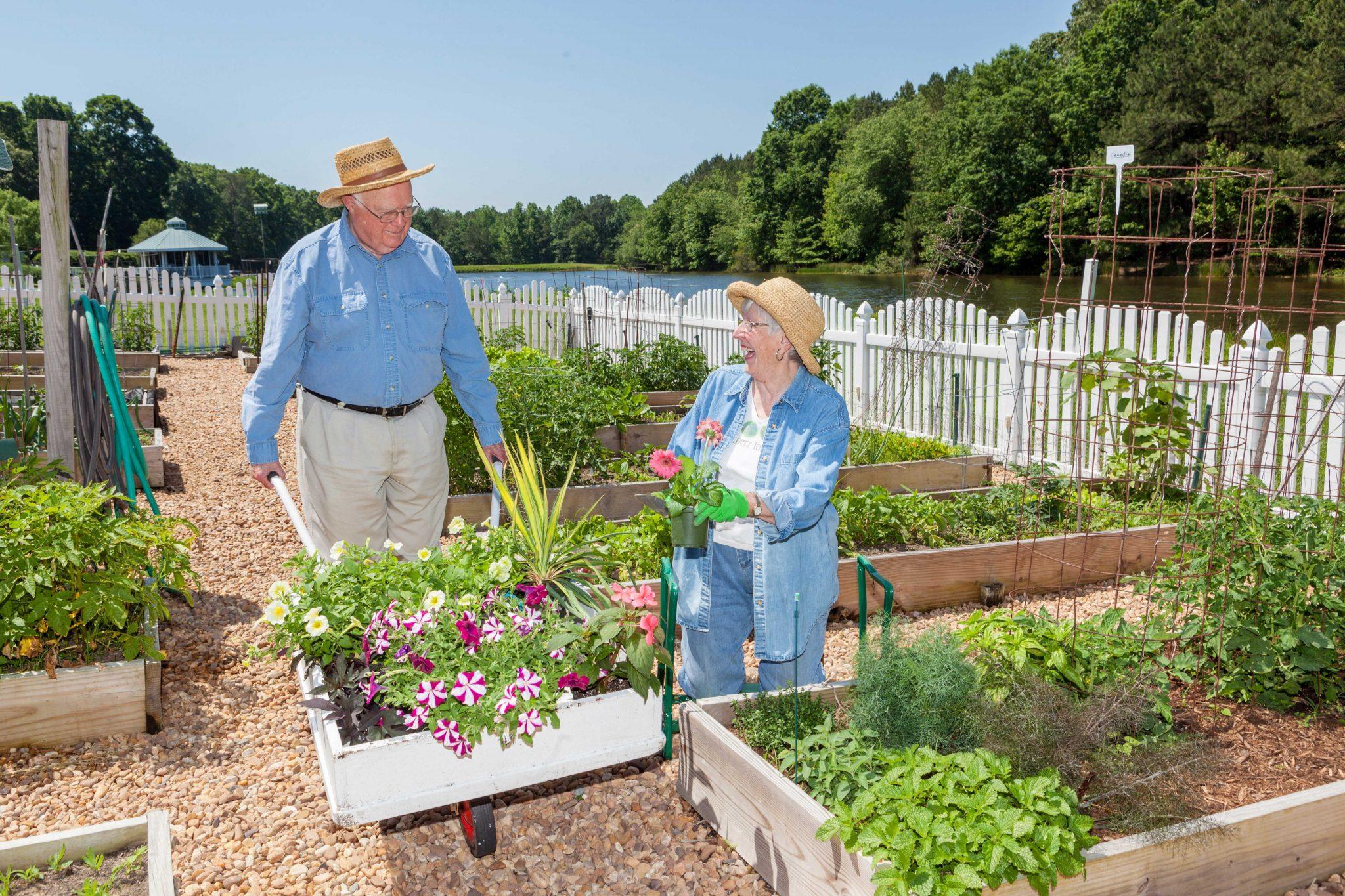 couple-enjoys-gardening