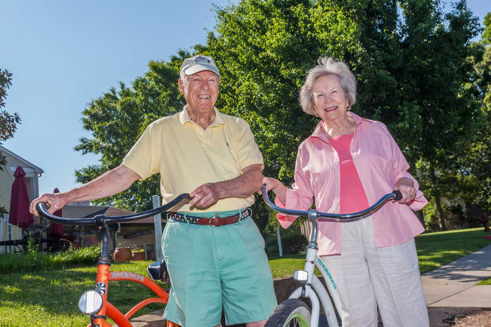 couple-with-bicycles