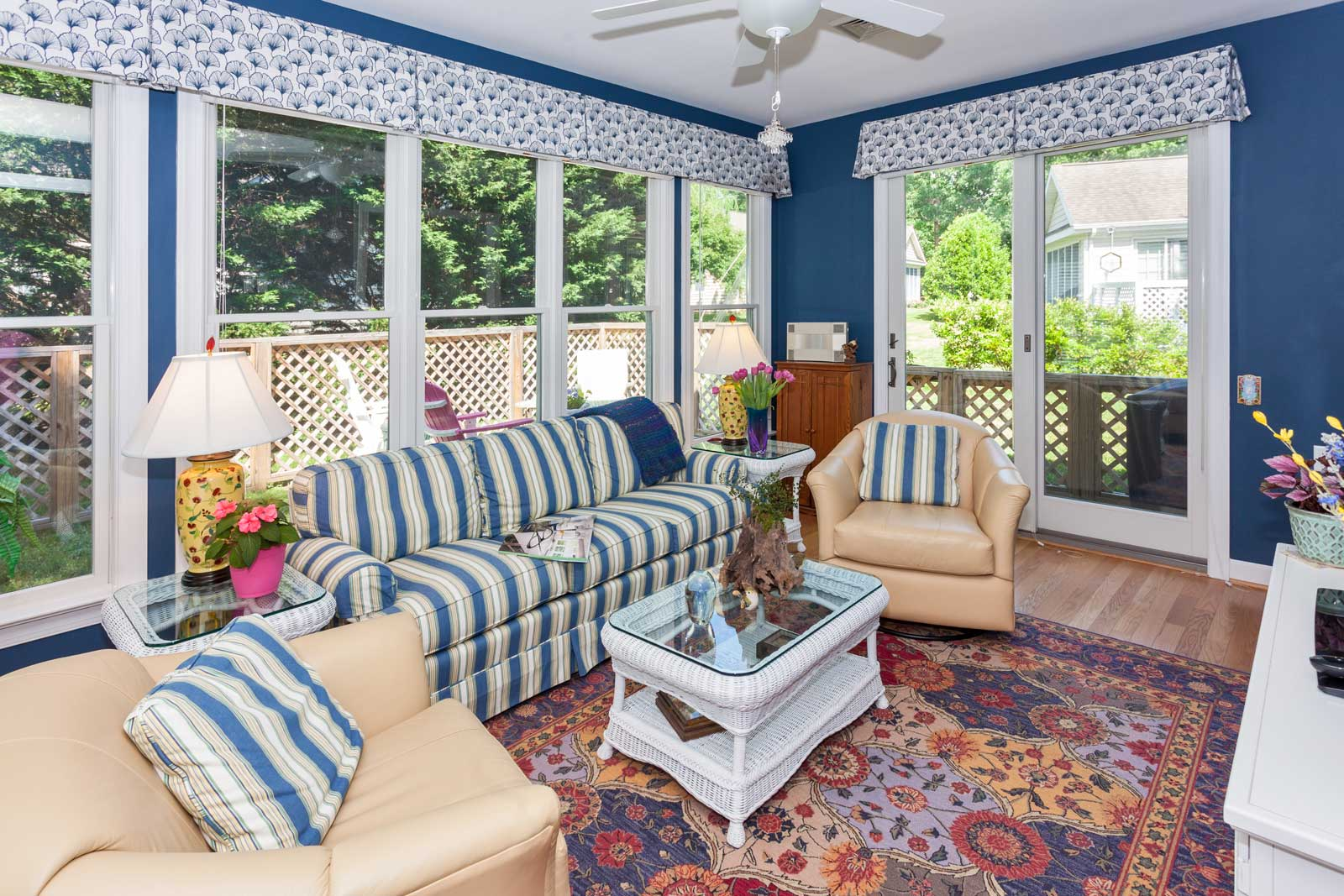 furnished-sunroom
