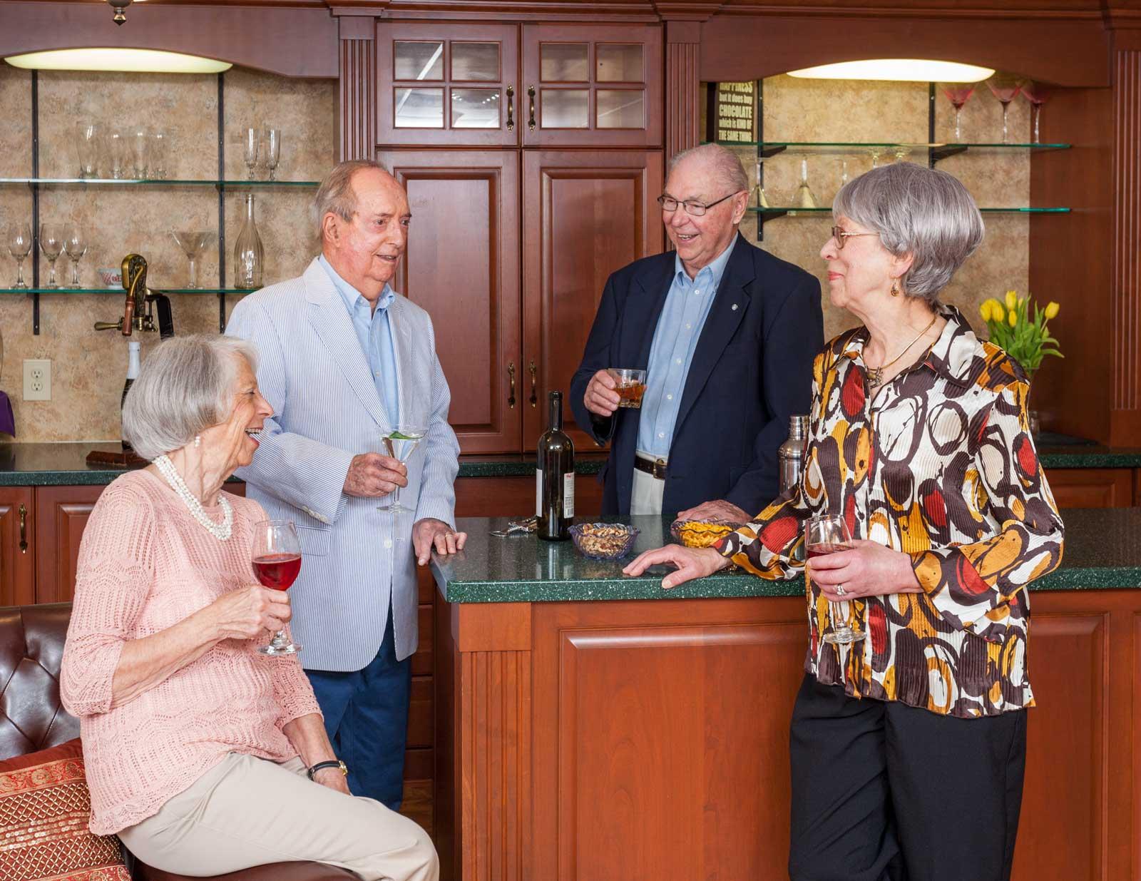 residents-enjoy-cocktails