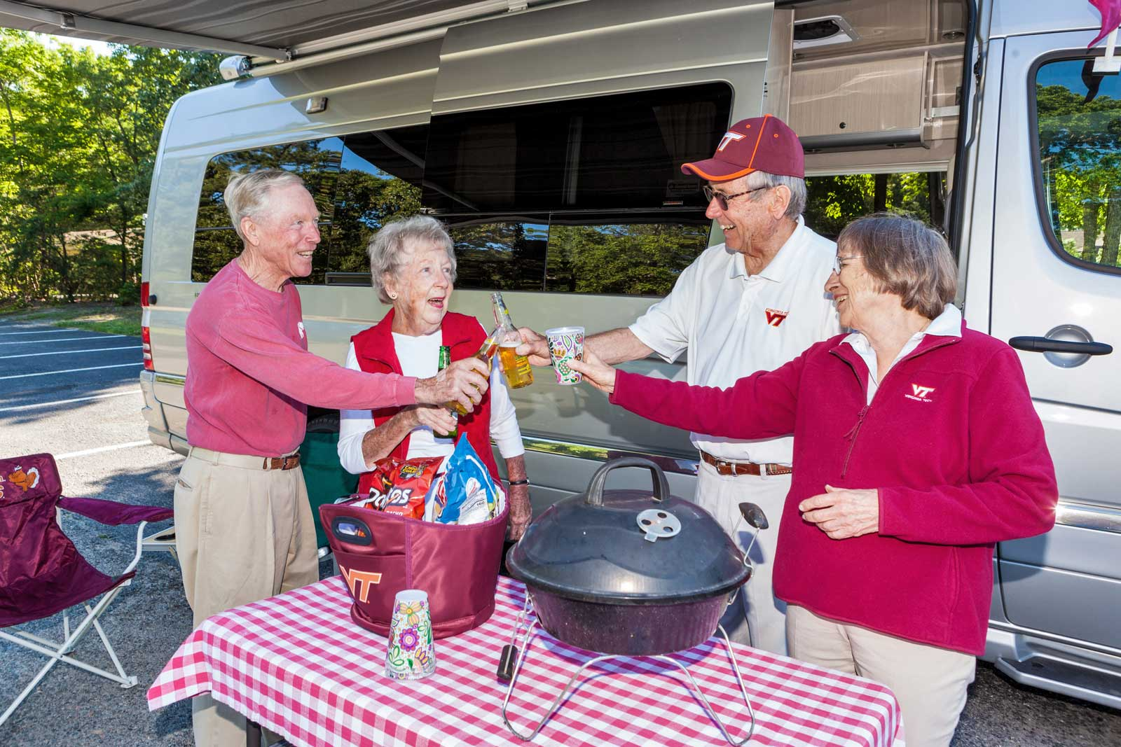 residents-tailgating