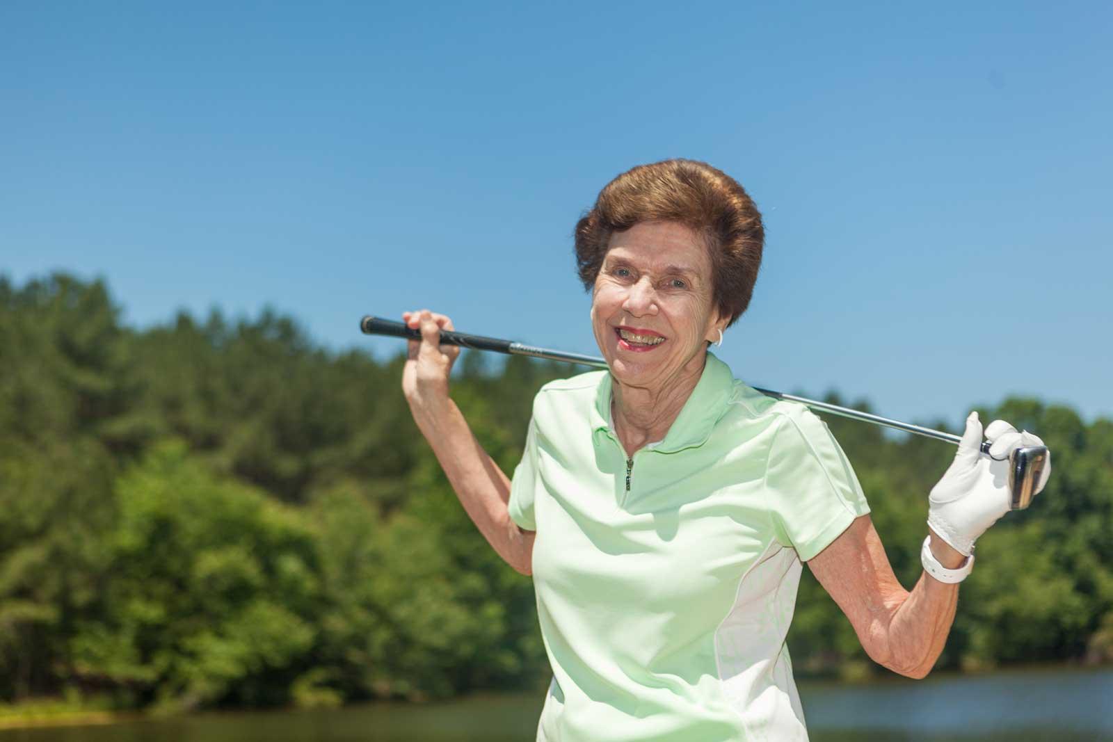 woman-enjoys-golfing