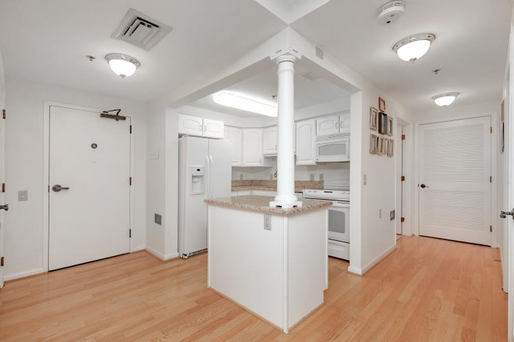 Franklinia Apartment